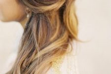 22 brunette hair with blonde highlights looks romantic