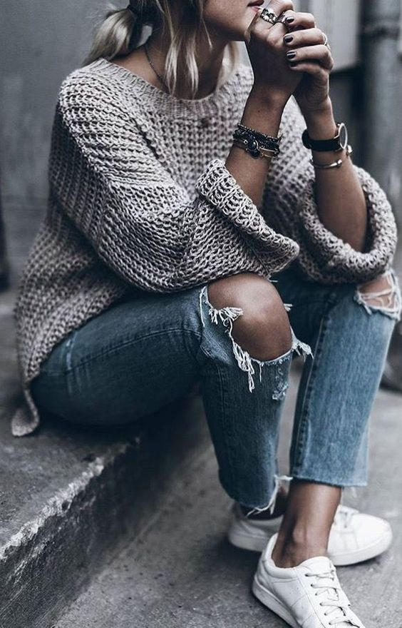 23 Stylish Ripped Jeans Outfits For Winter - Styleoholic 83188a0ee