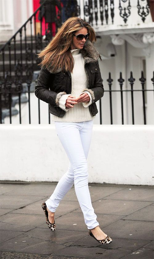 December 5, 2008: Elle Macpherson spotted skipping to her car in London. Credit: Eaglepress/INFphoto.com  Ref.: infuklo-01/ktb
