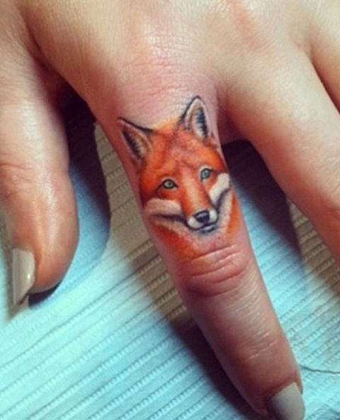 Fox tattoo on the finger