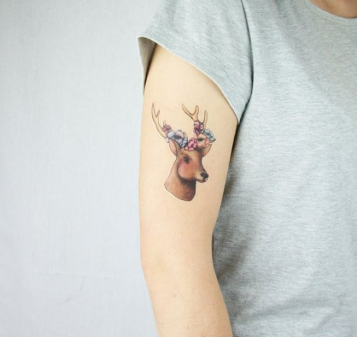 Small tattoo with a colorful look