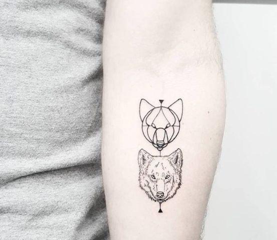 22 Small Wolf Women Tattoo Ideas Styleoholic border=