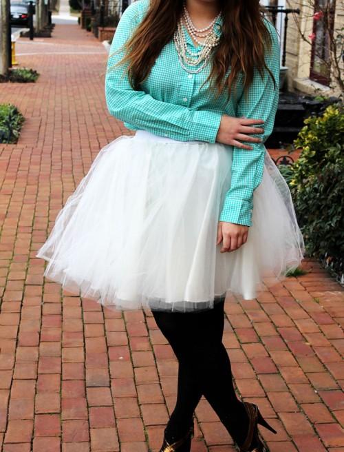 DIY Carrie Bradshaw style tulle skirt (via www.styleoholic.com)