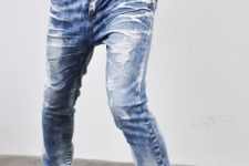 03 distressed blue jeans, a white tee and white Converse