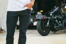 05 navy jeans, a white tee and black Vans