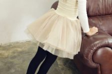 06 an ivory top wit long sleeves, an ivory tutu, black leggings and black Converse