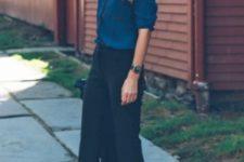 06 black short pants, a teal shirt and comfy black heels