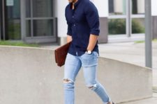 07 ripped blue jeans, a navy shirt and navy slip-ons