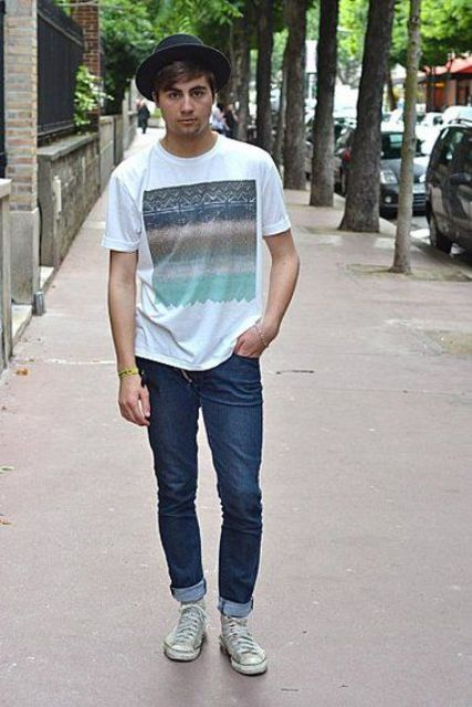 dark denim, a printed t-shirt and grey Converse