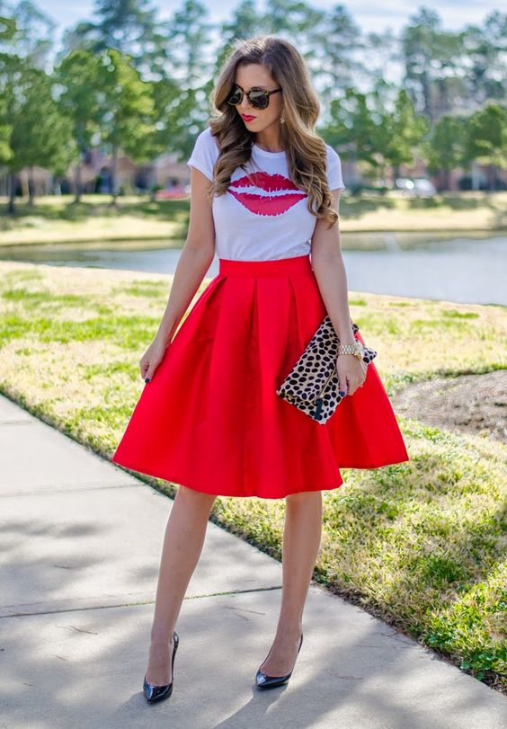 red knee-length skirt, a printed kiss t-shirt and heels