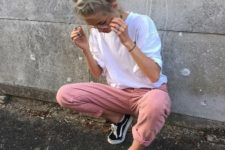 09 pink jeans, a white tee and black Vans