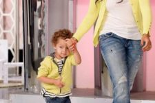 09 ripped jeans, t-shirts, yellow cardigans and sneakers and yellow shoes for the mom