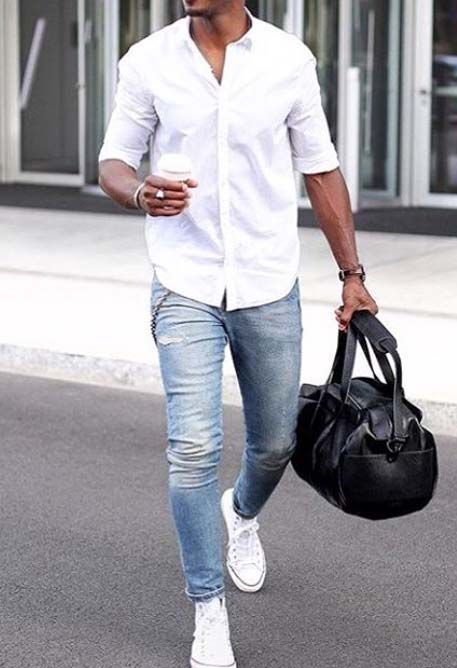 light blue jeans, a white shirt and white sneakers