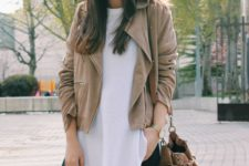 13 a beige suede jacket, a white tee, ripped jeans and a suede bag