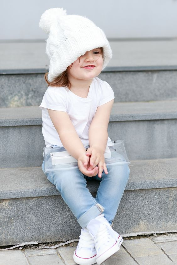blue jeans, a white tee and white sneakers for a chic casual look