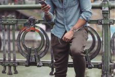 18 brown pants, a chambray shirt and white sneakers
