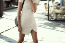22 minimalist ivory dress with short sleeves and an asymmetric skirt, black Converse