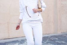 22 white jeans, a white sweatshirt and metallic shoes