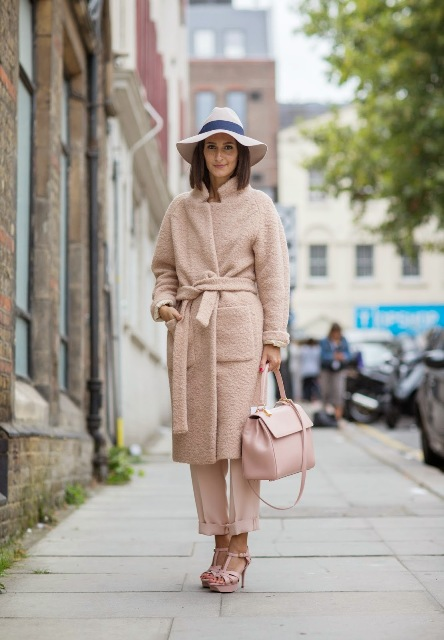With hat, midi coat, sandals and light pink bag