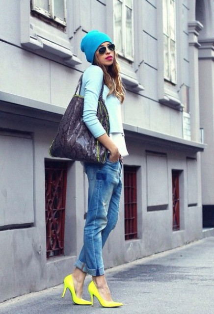 With light blue blazer, jeans, big bag and beanie