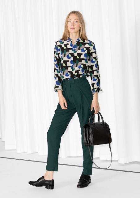 With printed shirt, black shoes and bag