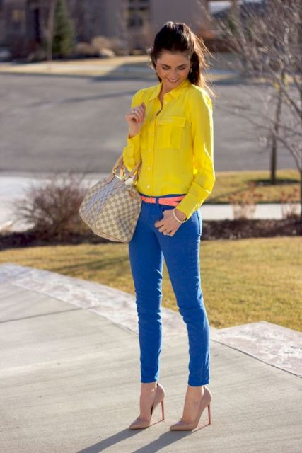 With yellow shirt, colorful belt, beige pumps and printed bag