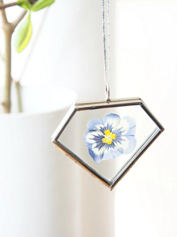 DIY pressed flower necklace