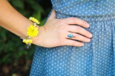 DIY macrame and fresh flower bracelet