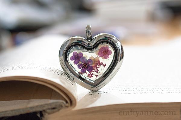 DIY dried flower jewelry (via www.craftyanne.com)