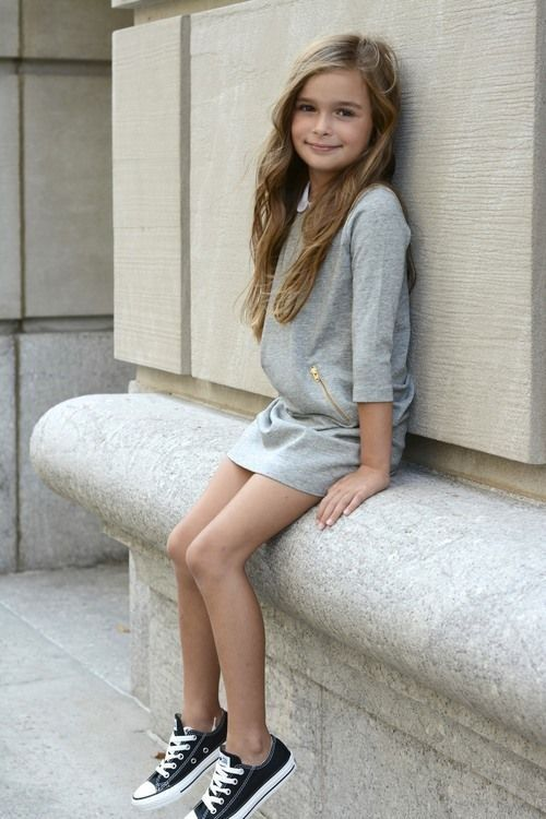 spring girl's look with a pair of black sneakers, a grey casual dress with half sleeves
