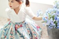 05 a blue floral skirt, a white shirt and sandals
