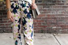07 floral pants, a white tee and white shoes