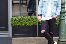 08 a denim jacket, a white tee, ripped black denim and white sneakers