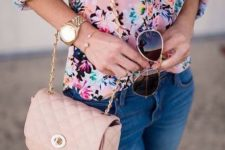 08 a pink floral blouse, blue skinnies and a pink crossbody
