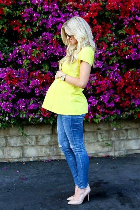 ripped skinnies, a sunny yellow shirt and nude heels