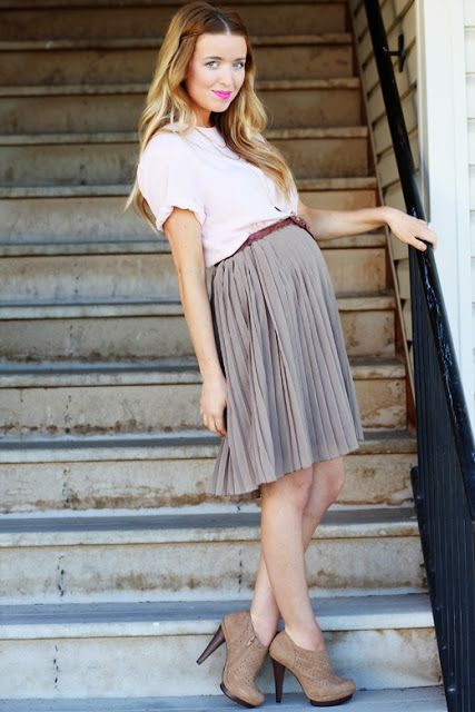 a blush shirt, a brown pleated skirt and heels