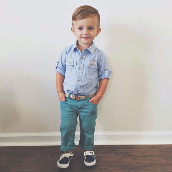 turquoise jeans, black sneakers, a blue shirt with short sleeves