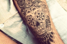 16 an owl image and a skull spotted in it stomach on the arm