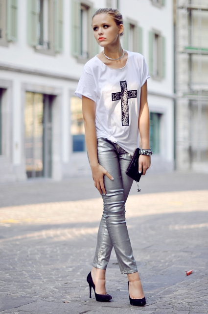 With graphic shirt, black pumps and mini clutch