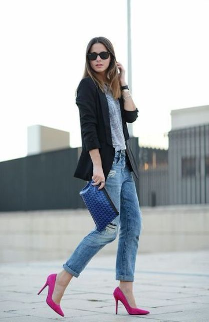 Pink shoes with gray shirt, cuffed jeans and black jacket are suitable even for work.