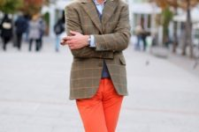 With printed blazer, beige hat and gray shoes