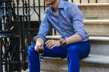 With printed shirt, sunglasses and brown shoes