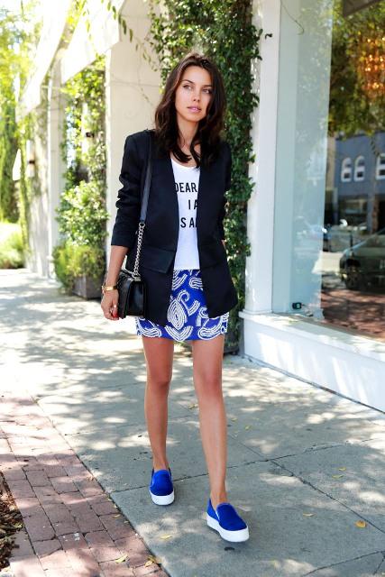 With printed t-shirt, black blazer, printed mini skirt and small bag