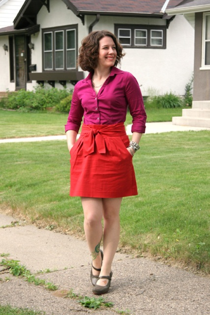 Do red shoes go with a purple shirt style guru fashion for What color shirt goes with a purple skirt