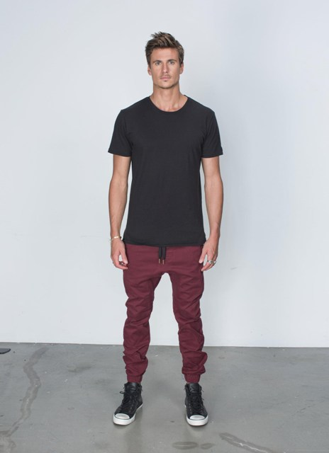 With simple black t-shirt and black and white converse shoes