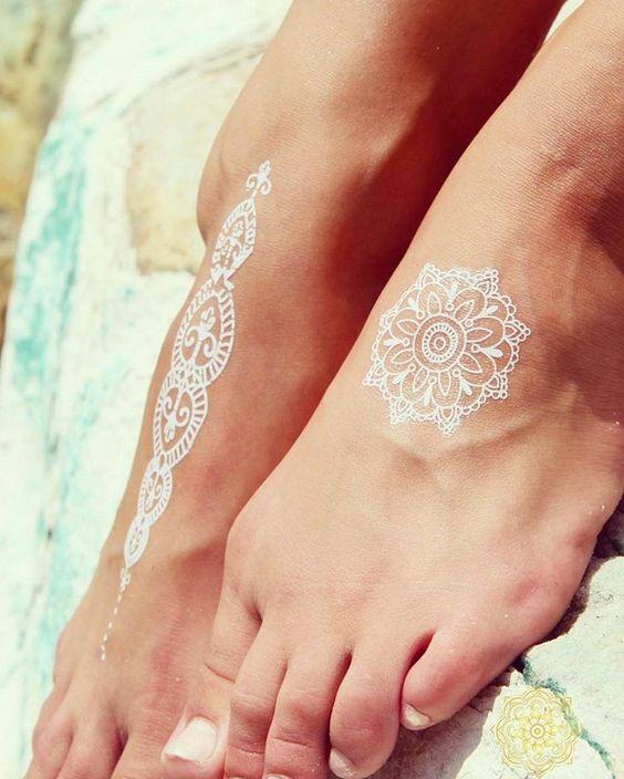 Beachy Henna Tattoos: 20 Jaw-Dropping White Henna Tattoos