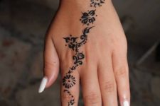 03 a floral pattern on a hand and finger