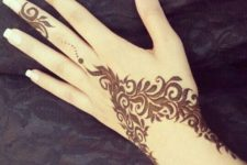 03 beautiful henna patterns on the hand and wrist