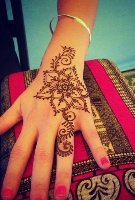 Cool Henna Tattoos: 18 Small Henna Tattoos That Look Really Cute