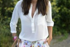 04 a white shirt with a pocket and cute floral shorts, a large tote